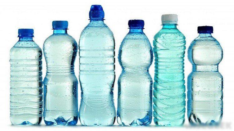 معلومات مرعبة.. قوارير المياه البلاستيكية خطر على صحة الانسان.. ما هو البديل؟