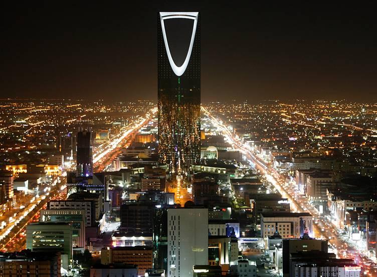 عشية الذكرى الثالثة لعاصفة الحزم: الدفاعات الصاروخية السعودية تعترض عدة صواريخ بالستية في سماء الرياض ومدن أخرى – فيديو