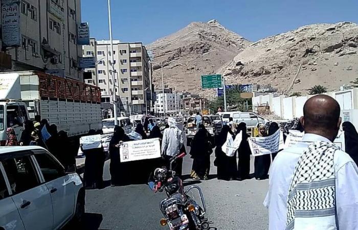 قوات النخبة الحضرمية تمنع أهالي المعتقلين من تنفيذ وقفة إحتجاجية بالتزامن مع زيارة وفد حقوقي