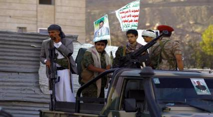 """صنعاء: ضبط قيادي حوثي وبحوزته كميات كبيرة من قوارير""""الخمر"""""""