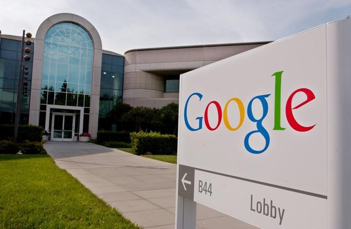 """شركة جوجل تربط كلمة """"فلسطيني"""" بالجماعات الإرهابية وفلسطينيون يحتجون"""