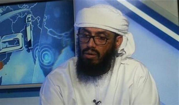 هجوم عنيف على بن بريك بعد إعلانه الاستعداد للتبليغ عن أبناء بلده
