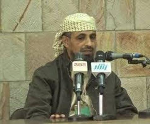 تعز.. قيادة المنطقة العسكرية الرابعة توقف ابو العباس عن عمله وسحب الأسلحه التي بعهدته