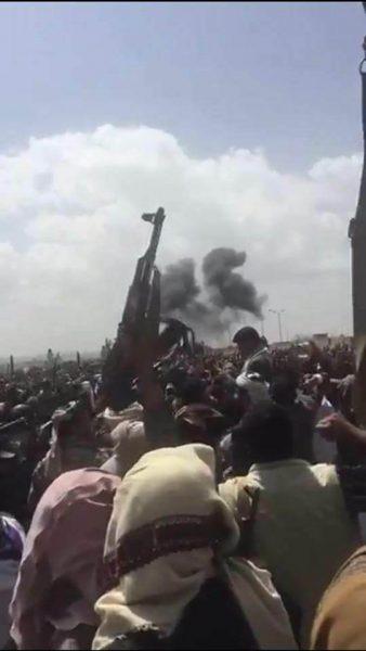 طيران التحالف العربي يشن غارتين على محيط ميدان السبعين أثناء تشييع الصماد