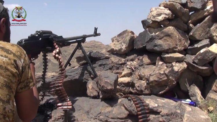 قيادي في مليشيا الحوثي يسلم نفسه مع مجاميع حوثية في قانية بالبيضاء