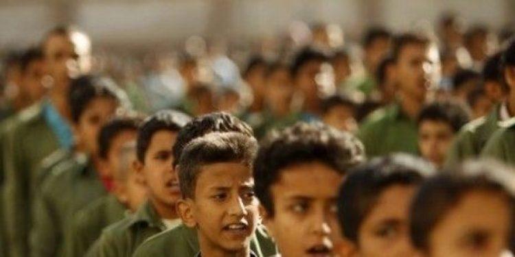 """ملازم الهالك """"حسين الحوثي"""" بدلا عن المنهج المدرسي.. مليشيات الحوثي تفخخ عقول الطلاب"""