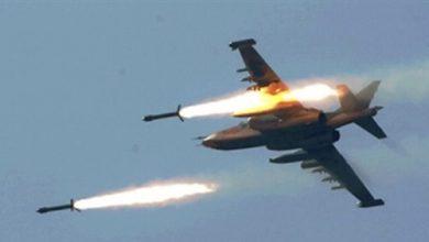 طيران التحالف العربي يستهدف مخزن ذخائر للحوثيين في مديرية الملاجم بمحافظة البيضاء