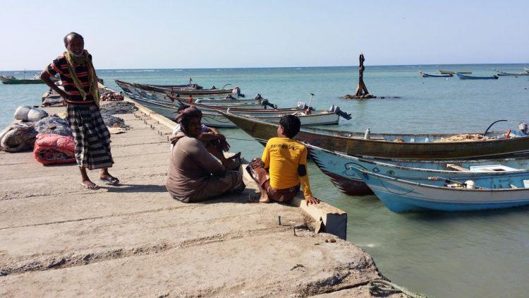 ابين: تحذيرات للصيادين من مخاطر المنخفض الجوي