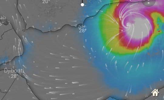 """تأثيرات العاصفة """"ساجار"""" تمتد إلى 12 محافظة يمنية والأرصاد يجدد تحذير المواطنين"""