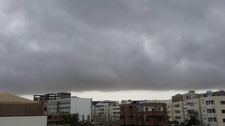 اعصار ساجار ينحرف ويتجه صوب أفريقيا.. وهذه هي اجواء عدن الان (صورة)