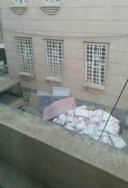 مليشيا الحوثي تقوم بتكديس مواد إغاثية في مباني جمعيات خيرية في صنعاء وتحرم المحتاجين منها
