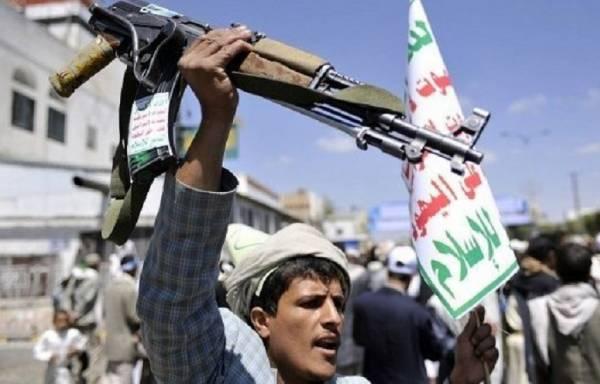 """بعد مساندته ودعم مليشيات الحوثي.. قيادي مؤتمري يطلب من اليمنيين """"العفو والغفران"""""""