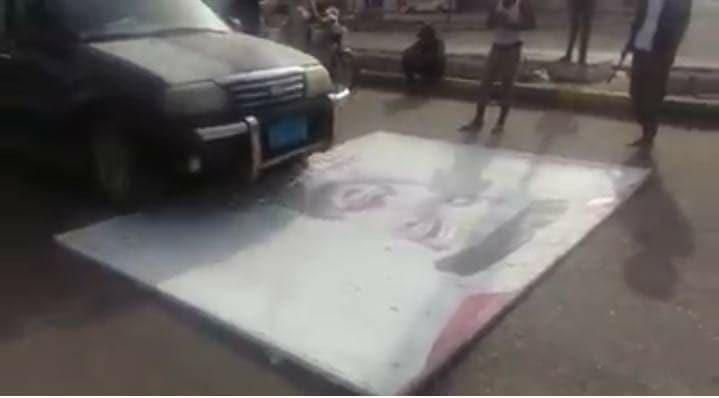 """دهسوا صور محمد بن زايد.. شاهد أول فيديو عن انتفاضة عدن في وجه """"الامارات"""""""