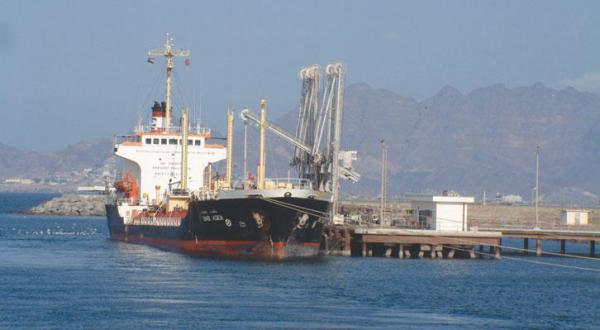 مليشيا الحوثي تقوم بعمليات نهب واسعة لميناء الحديدة وللمؤسسات الحكومية بالحديدة