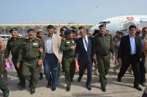 وزير الداخلية يغادر العاصمة المؤقتة عدن متوجها إلى دولة الإمارات