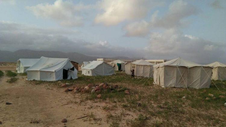 سقطرى.. المحافظ رمزي محروس يدشن توزيع مساعدات ايوائية بمديرية نوجد