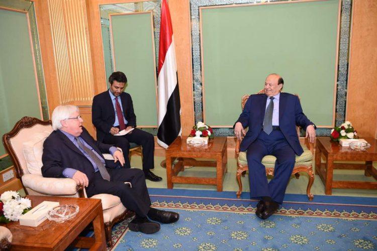 بحضور وزير الخارجية.. رئيس الجمهورية يستقبل المبعوث الأممي الى اليمن