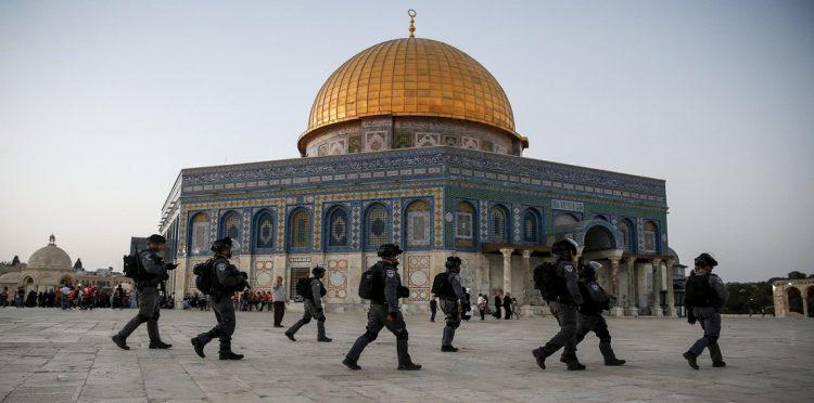 بحماية شرطة الاحتلال.. مستوطنون يهود يقتحمون المسجد الأقصى