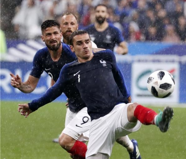 فرنسا تستعد لكأس العالم بفوز على ايطاليا