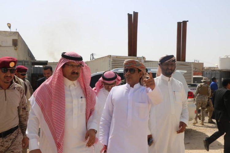 السفير السعودي يزور المهرة ويتفقد برفقة المحافظ عدداً من المرافق الخدمية