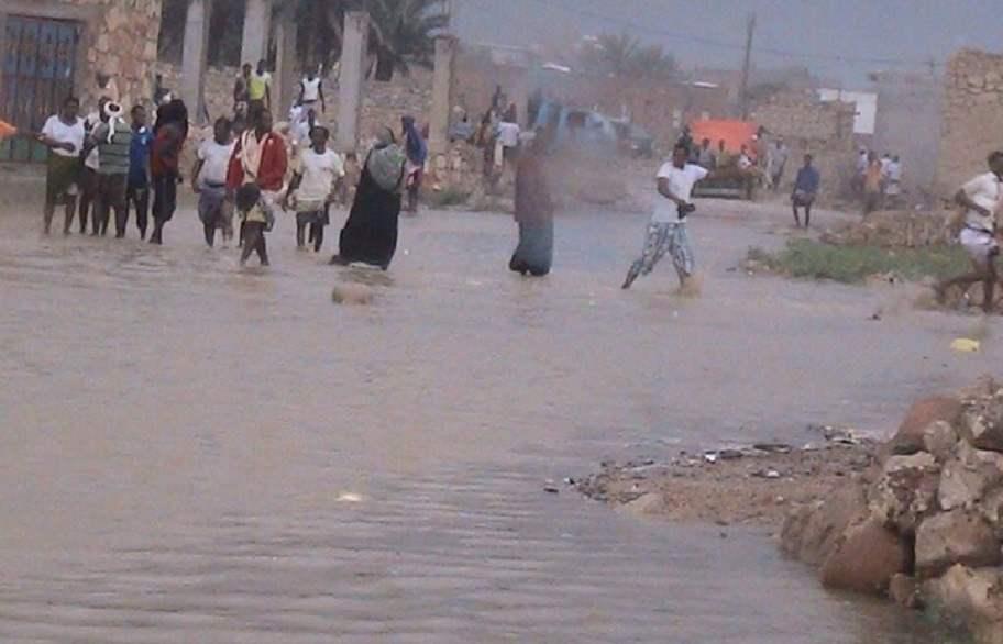 مساعدات عاجلة من مركز الملك سلمان للمتضررين من اعصار ماكونو في جزيرة سقطرى
