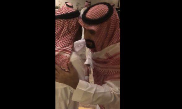 زيارة ولي العهد السعودي الأمير محمد بن سلمان للأمير مقرن بن عبدالعزيز (فيديو)