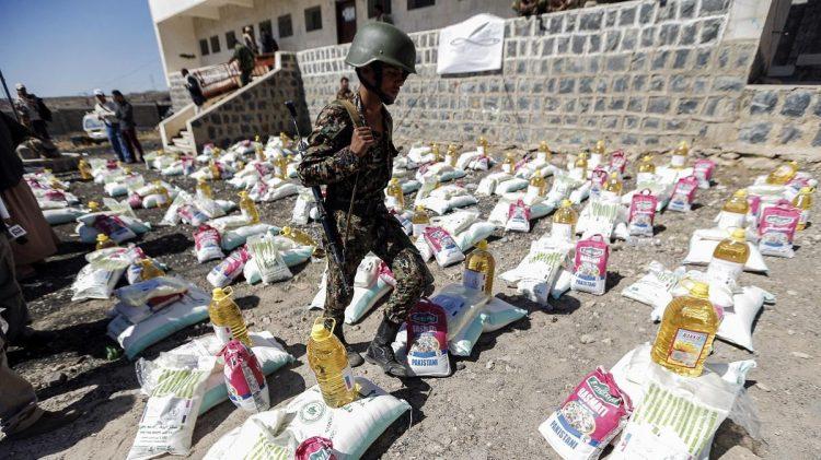 مليشيا الحوثي تمنع المساعدات الانسانية عن قبائل صنعاء لرفضهم إرسال أبنائهم للقتال معهم