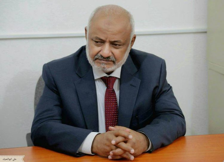 المحافظ الحسن طاهر يتهم الحوثيين بتجنيد 1000 طفل في معارك الحديدة
