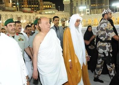 الرئيس هادي يصل مكة المكرمة لأداء العمرة