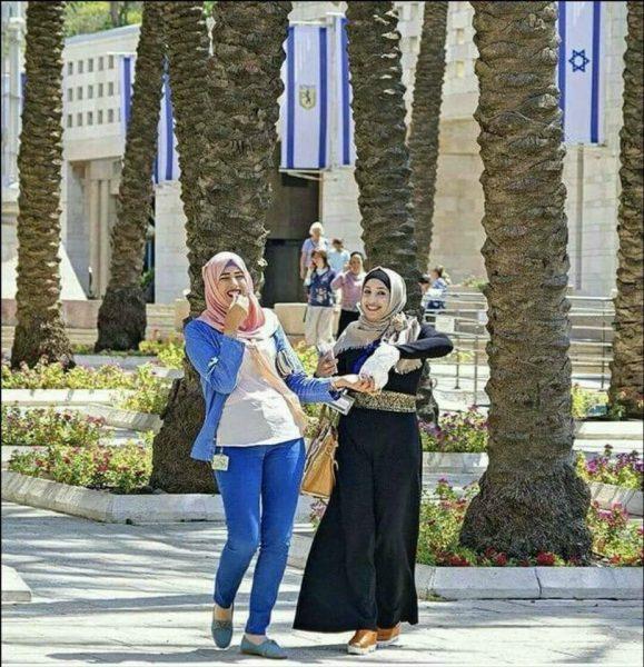 """شاهد بالصورة.. """"هاشميتان"""" تدرسان في """"تل أبيب"""".. وموظفين يموتون جوعاً"""