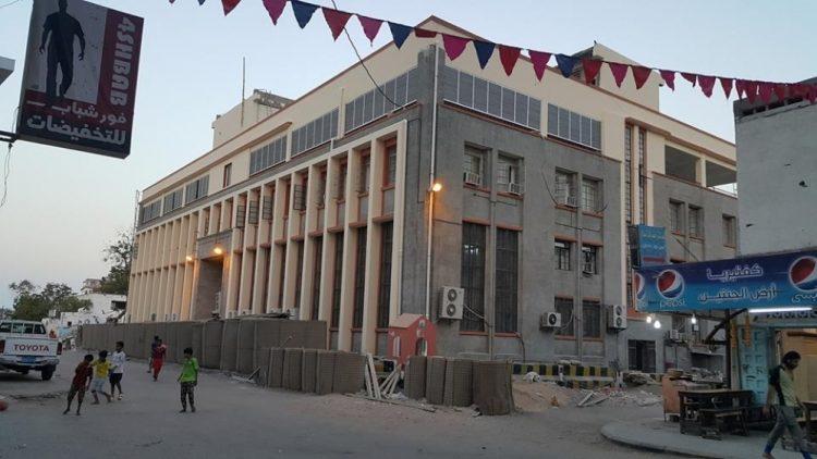 البنك المركزي اليمني يحذر مليشيات المجلس الانتقالي بعد نهبها لحاويات تخص البنك