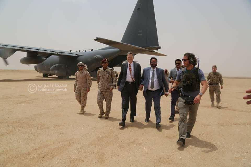 """ماذا قال السفير الامريكي لدى اليمن """"باللغة العربية"""" أثناء زيارته مأرب (فيديو)"""