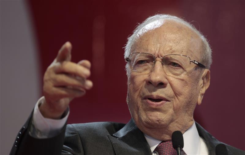 """خططوا للانقلاب على السبسي.. لقاء """"سري"""" جمع وزير الداخلية التونسي المقال ورئيس المخابرات الاماراتي"""
