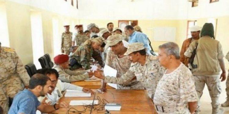 الدائرة المالية في وزارة الدفاع تبدء بصرف مرتبات منتسبي الجيش الوطني