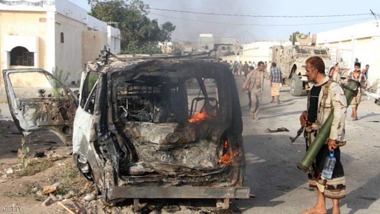 مقتل وإصابة 10 جنود في هجوم انتحاري بسيارة مفخخة بمحافظة ابين