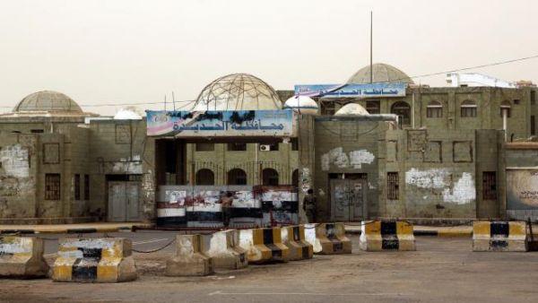 بعد ساعات من مغادرة المبعوث الاممي للمدينة.. مليشيا الحوثي تخرق الهدنة وتقصف مواقع الجيش الوطني والاحياء السكنية بالحديدة