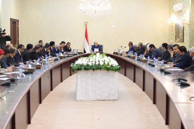 رئيس الجمهورية: العمليات في مختلف الجبهات ستسمر وصولاً للعاصمة صنعاء واستعادة الدولة كاملة