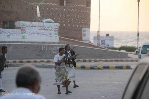 آلاف السكان يغادرون الحديدة ومليشيا الحوثي تهدد بتحويلها إلى أطلال
