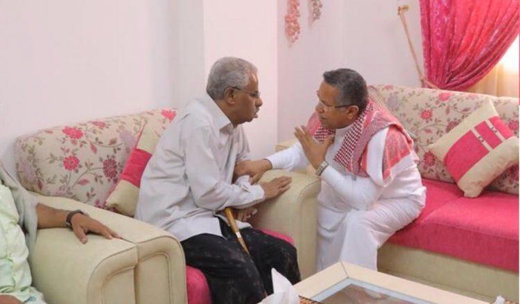 بن دغر يزور الدكتور صالح باصرة ويطمئن على صحته