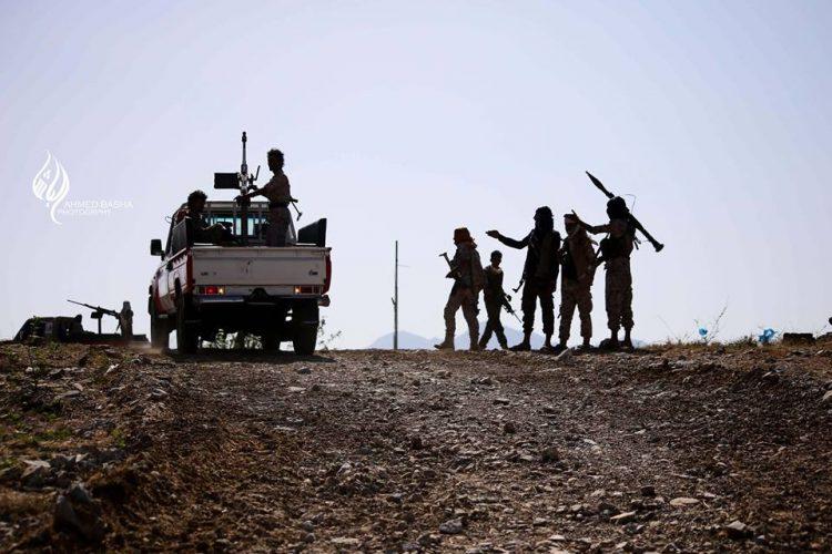 """تجدد المعارك غرب تعز والجيش يزحف باتجاه """"الحصن"""" لقطع إمداد مليشيا الحوثي."""