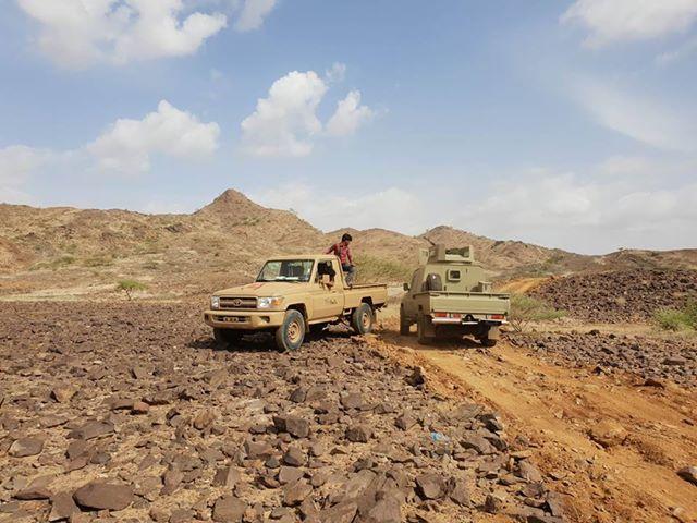 """صعدة.. الجيش الوطني يقطع خط رازح الحدودي بعد تحرير سلسلة جبال """"تويلق"""""""