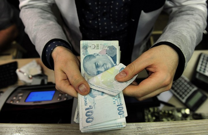 الليرة التركية تتحسن أمام الدولار بعد فوز أردوغان