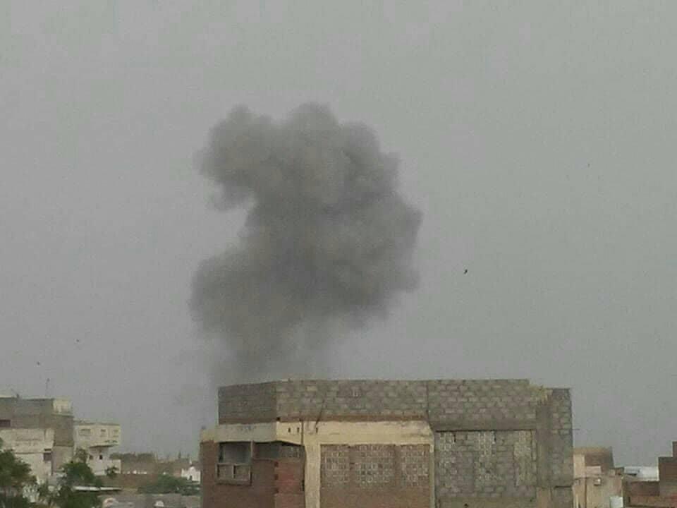 الحديدة: طيران التحالف العربي يشن غارات على مدينة زبيد والمليشيات تزرع الالغام في أطراف المدينة