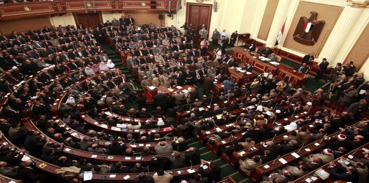 خلافات حادة تعصف بالبرلمان المصري عقب إقرار تعديلات على أسعار الاتصالات