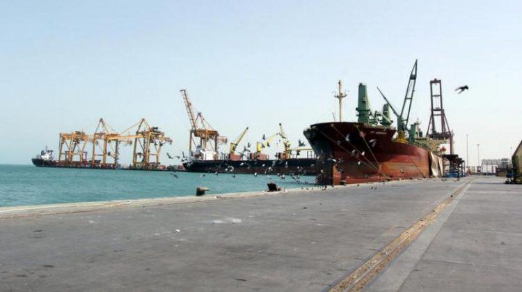 التحالف العربي يعلن منح 4 تصاريح لسفن متوجهة إلى ميناء الحديدة