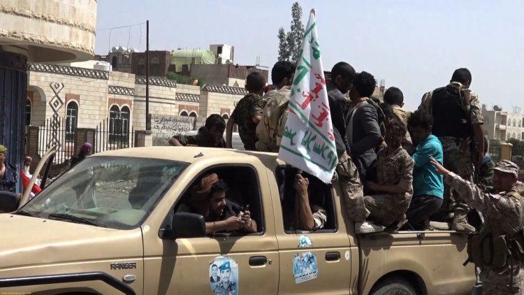 في جريمة بشعة.. مليشيا الحوثي تقتل عامل في محطة وقود دهسا حتى الموت في الحديدة