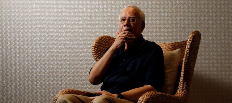 رئيس الوزراء الماليزي السابق نجيب عبد الرزاق في قبضة الشرطة بتهم الفساد