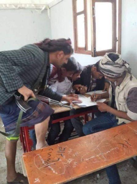 هكذا هي حال امتحانات طلاب مدارس صنعاء في ظل تفشي ظاهرة الغش (صورة)