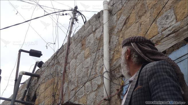 اصبحت مكشوفة وغير آمنة.. الاسلاك الكهربائية تهدد حياة اليمنيين