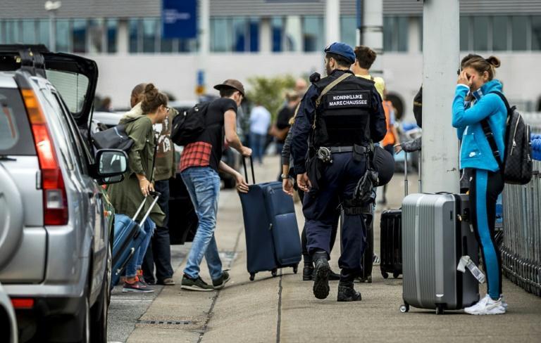 دولة أوروبية تكشف عن طرد موظفين بالسفارة الإيرانية